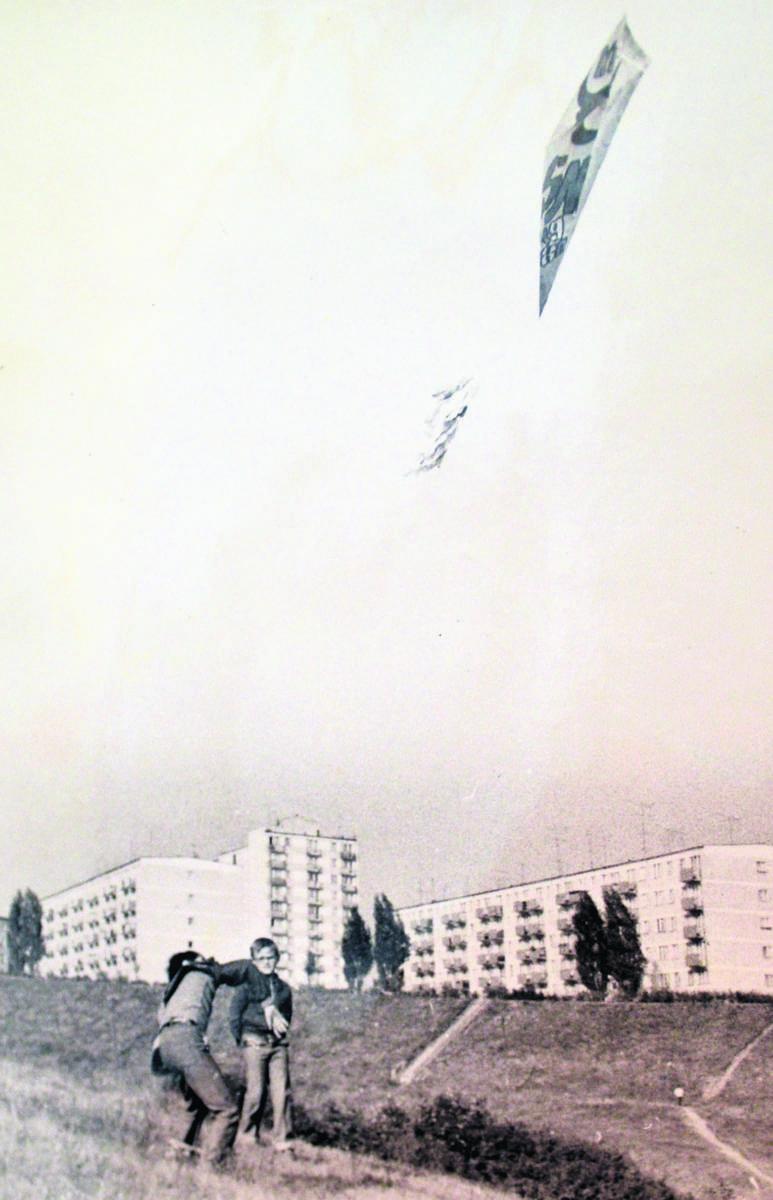 Klubowicze mogli próbować swoich sił w puszczaniu latawców. Niektóre latały taaaaaak wysoko!