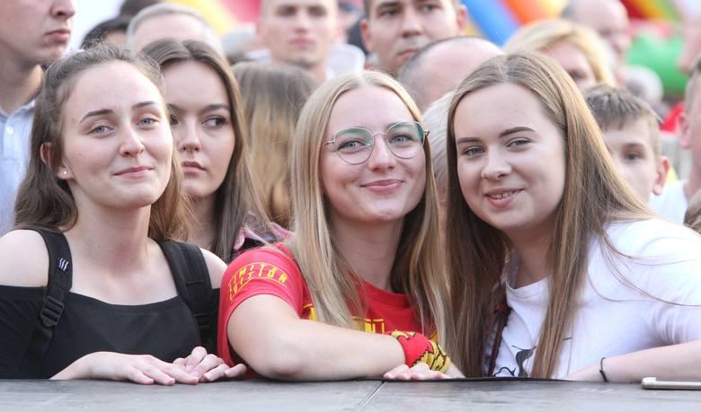 W piątek na kieleckim Rynku odbyła się prezentacja Korony Kielce przed nowym sezonie w ekstraklasie. Dopisała pogoda, przyszło wielu kibiców, którzy