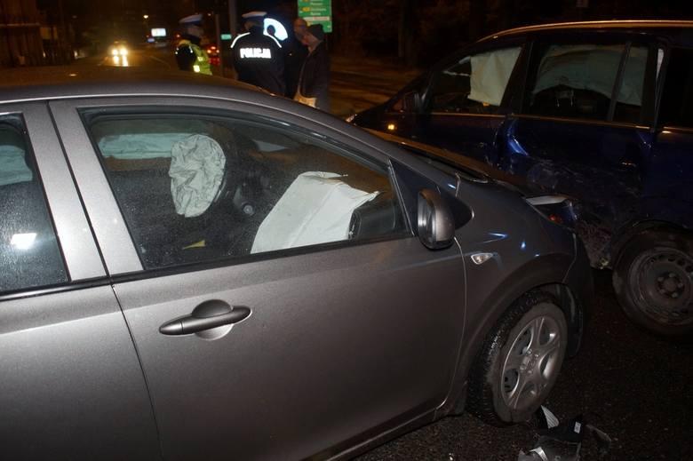 Na skrzyżowaniu ul. Gdańskiej i Kniaziewicza, dzisiaj wieczorem, doszło do kolizji dwóch samochodów osobowych. Kierujący Oplem mężczyzna, został uderzony
