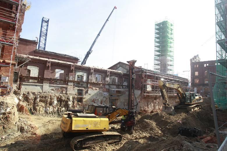 Kompleks Monopolis jest na półmetku. Inwestycja wchodzi w kolejny etap prac. Z tej okazji wmurowano kamień węgielny na placu budowy.