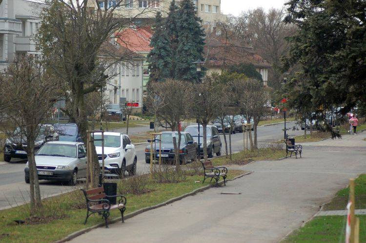Fragment Solankowej w Inowrocławiu. Zdjęcie nie oddaje stopnia zaniedbań dewastacji tej ulicy