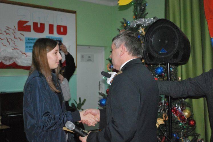 Starachowice. Strażacy i prezydent uhonorowali nastoletnią bohaterkę Natalię Lucińską
