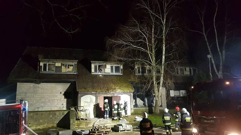 W noc sylwestrową, we wtorek 31 grudnia o godz. 23.30 strażacy odebrali zgłoszenie o pożarze byłego zajazdu w Santoku.O zdarzeniu poinformowali na swoim