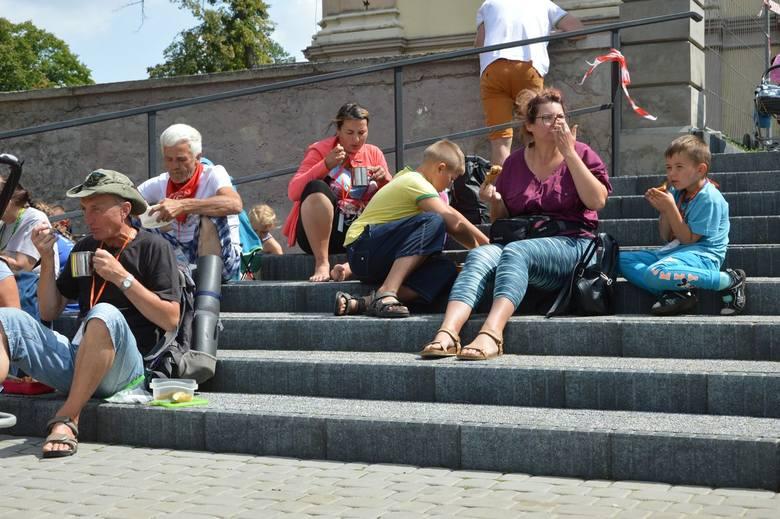 Mieszkańcy Głuchowa ugościli niepełnosprawnych pielgrzymów [ZDJĘCIA]