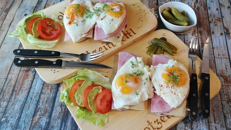 Nie jesz śniadańŚniadanie jest najważniejszym posiłkiem w ciągu dnia. Śniadanie nie tylko dostarcza nam energie na pierwszą połowę dnia, ale i przywraca