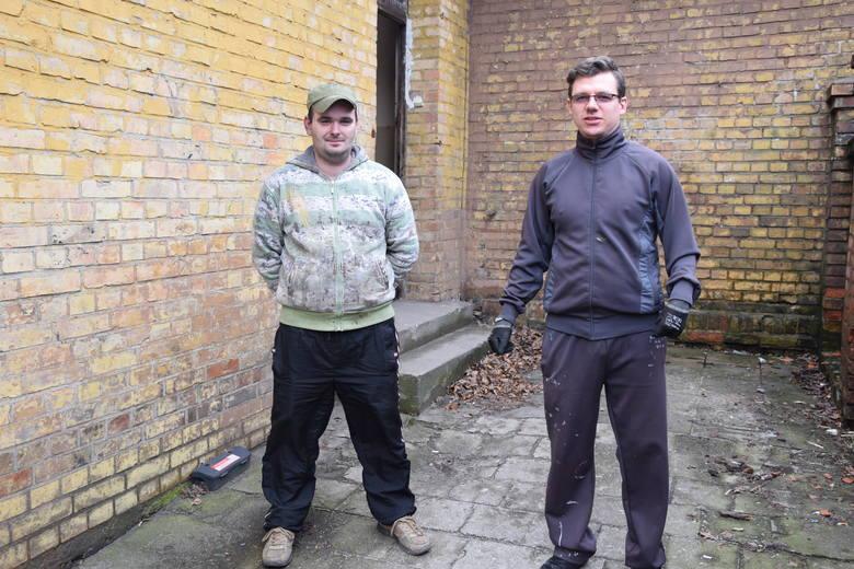 W administracji pracuje jedna osoba. Przed budynkiem zastaliśmy pracowników spółdzielni - Rafała Lemańczyka i Marcina Neukamma