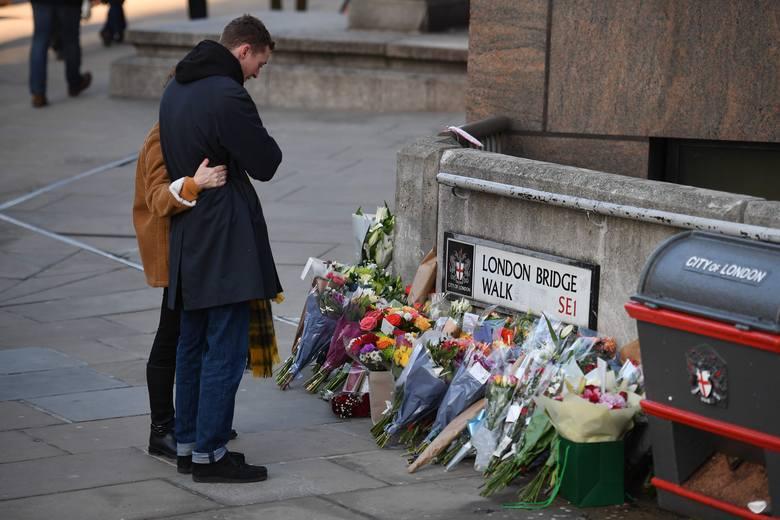 London Brigde: Mieszkańcy opłakują ofiary Usmana Khana. Jack Merritt (25 lat) i Saskia Jones (23 lata) zginęli w piątek zadźgani nożem.
