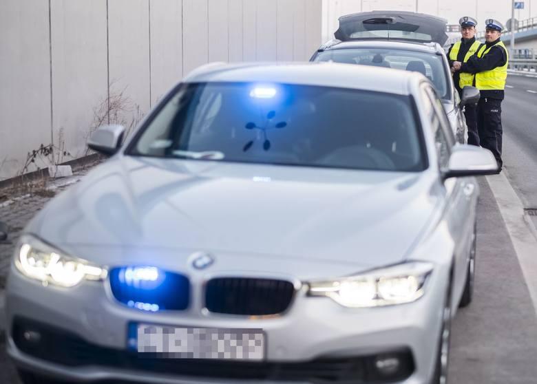 """Reporterzy """"Nowości"""" uczestniczyli w patrolu policyjnego BMW, najnowszego cacka toruńskiej komendy. Zobaczcie, jak spisuje się auto!"""