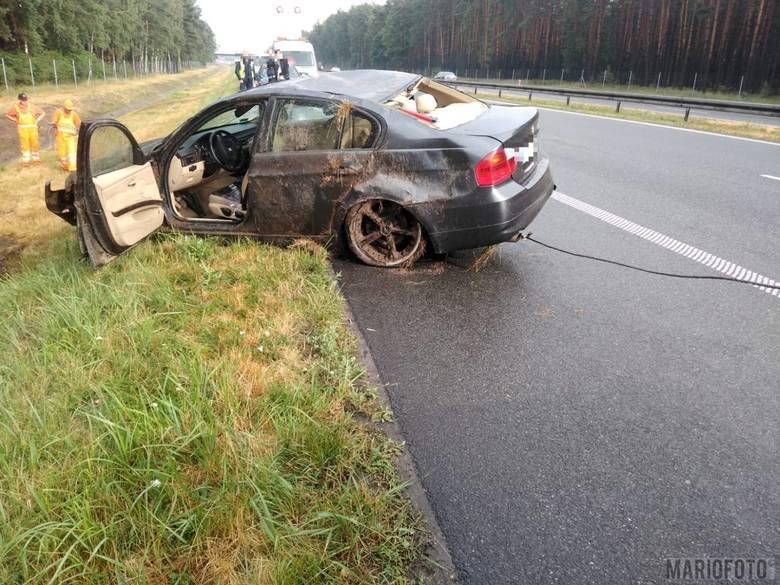 Wypadek na autostradzie A4. BMW wpadło w poślizg i dachowało na A4