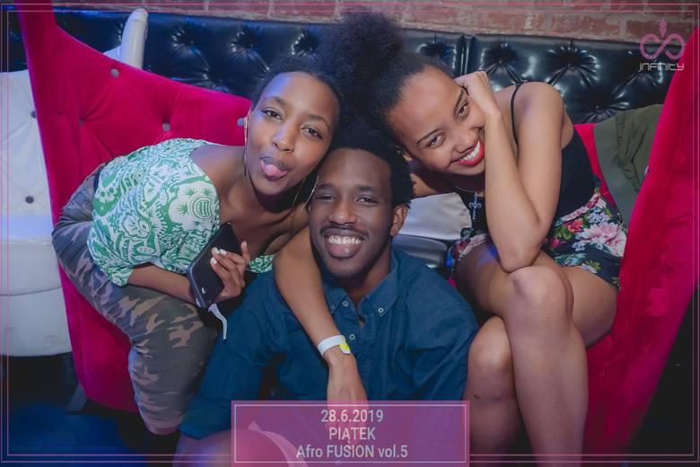 Imprezy w Infinity Club przyzwyczaiły nas do tego, że zabawa trwa tam do białego rana. Mamy dla was galerię zdjęć z zabawy Afro Fusion. Zobaczcie fotorelację
