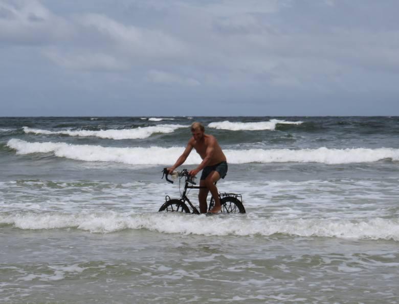 Skokiem do wody bracia Dawid Andres i Hubert Kisiński z Gorzowa uczcili swoje pożegnanie z Amazonką.