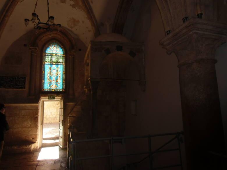 """Początek wycieczki: Wieczernik. W domniemanej """"izbie na górze"""" dzisiaj jest meczet. To miejsce ważne również dla Żydów, bo w podziemiach"""