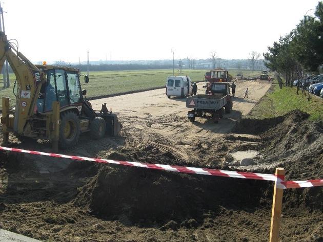 Budowany nasyp pod nową drogę w Gostyniu ma być lepiej zabezpieczony, aby nie osiadał.