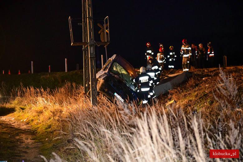 Do wypadku doszło na niestrzeżonym przejeździe kolejowym w miejscowości Kuleje.