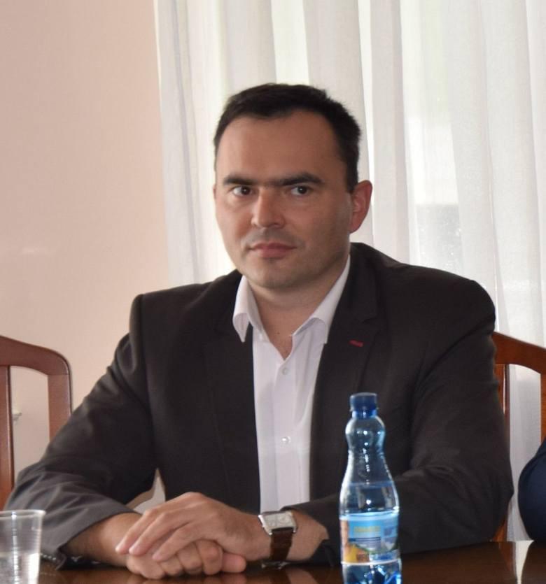 Jarosław Pepka, wójt gminy Kowiesy<br /> 9285 złotych
