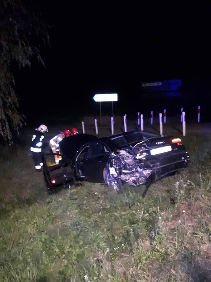 Do zdarzenia doszło w piątek po godz. 20 na drodze krajowej nr 94 w miejscowości Łąki Dolne niedaleko Pilzna w pow. dębickim. Zderzyły się dwa samochody