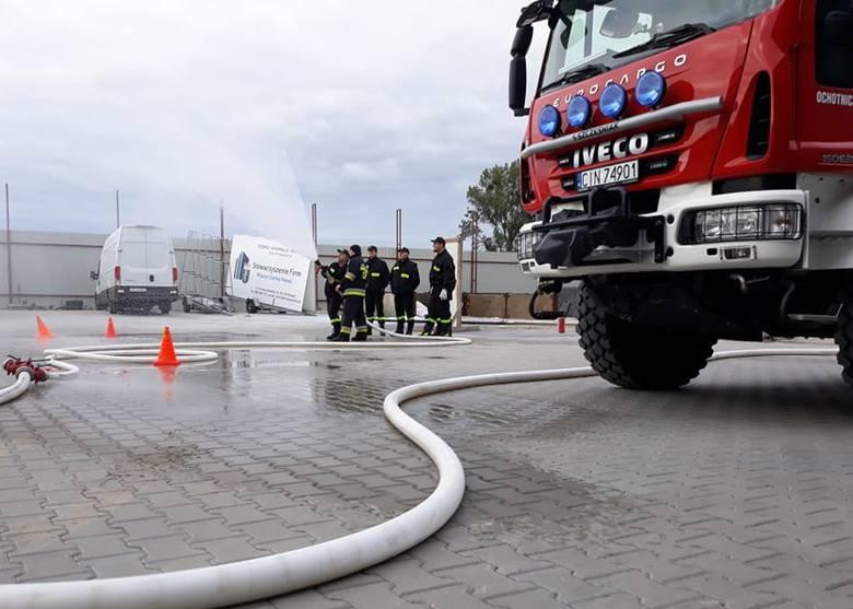 """We wspólnych ćwiczeniach wzięły udział jednostki OSP przy Inowrocławskich Kopalniach Soli """"Solino"""" oraz OSP Pakość.Ćwiczenia dotyczyły"""