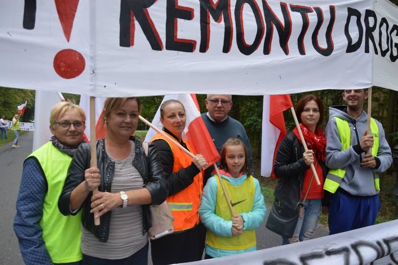 Mieszkańcy już wcześniej w tym roku protestowali, domagając się dokończenia remontu trasy. Zdaniem części z nich aleja lipowa nie powinna zostać wpisana