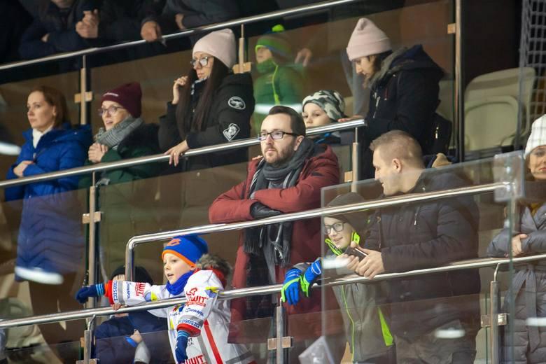 Bydgoscy hokeiści przegrali na Torbydzie z ekipą ze stolicy 3:5 (0:3, 2:1, 1:1) w kolejnym meczu grupy północnej II ligi.ZOBACZ ZDJĘCIA Z TAFLI I TRYBUN