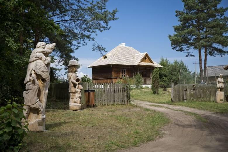 Białostockie Muzeum Wsi. Strzechy w chałupach już nie są dziurawe (zdjęcia)