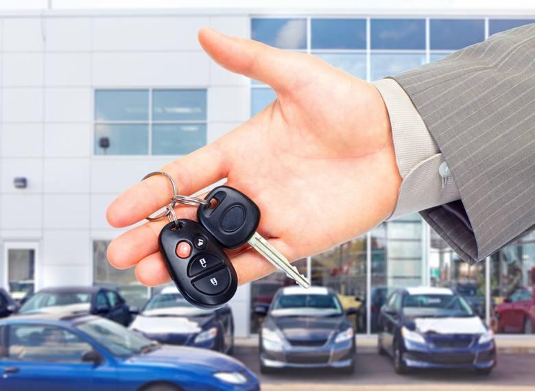 Szukasz używanego auta? Nie masz zbyt wiele gotówki? Sprawdź, jakie samochody można kupić w najbliższym czasie na licytacjach komorniczych w woj. lubuskim.