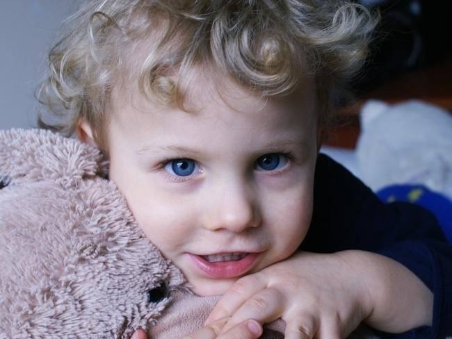 Mikołaj Jurewicz Piotrowicz urodził się jako silny, zdrowy chłopiec. Był trzecim, wyczekiwanym dzieckiem. Jako noworodek, a potem niemowlak rozwijał