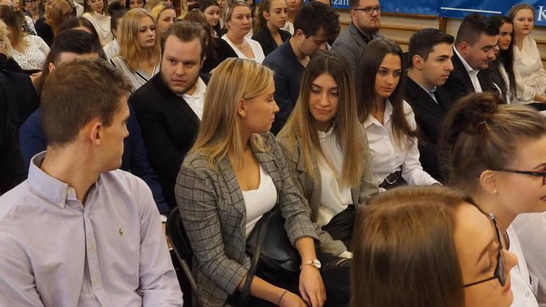 Państwowa Wyższa Szkoła Zawodowa w Koszalinie, która obchodzi w tym roku 10-lecie istnienia, zainaugurowała wczoraj nowy rok akademicki. Podczas uroczystości