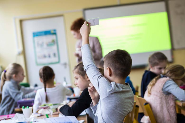"""Program """"Dobry Start"""", czyli tzw. wyprawka 300 plus to 300 złotych nieopodatkowanego wsparcia przeznaczonego na wyprawkę dla ucznia.Jednak"""