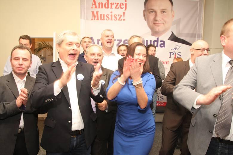 Wyniki wyborów 2015. Kto wygrał wybory do Sejmu i Senatu [sondaż, wyniki PKW, wyniki oficjalne]