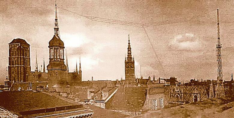 Większość programu gdańskiej rozgłośni radiowej stanowiły audycje muzyczne. Na zdjęciu radiowe studio nagrań w latach 30.