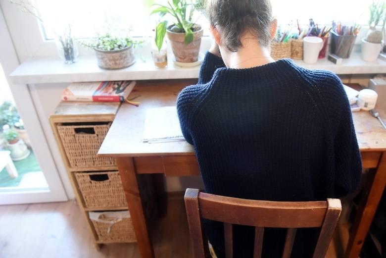 W dobie koronawirusa szkoły przeszły na naukę zdalną. Często, by móc uczestniczyć w lekcjach, uczniowie muszą mieć na podorędziu komputer.
