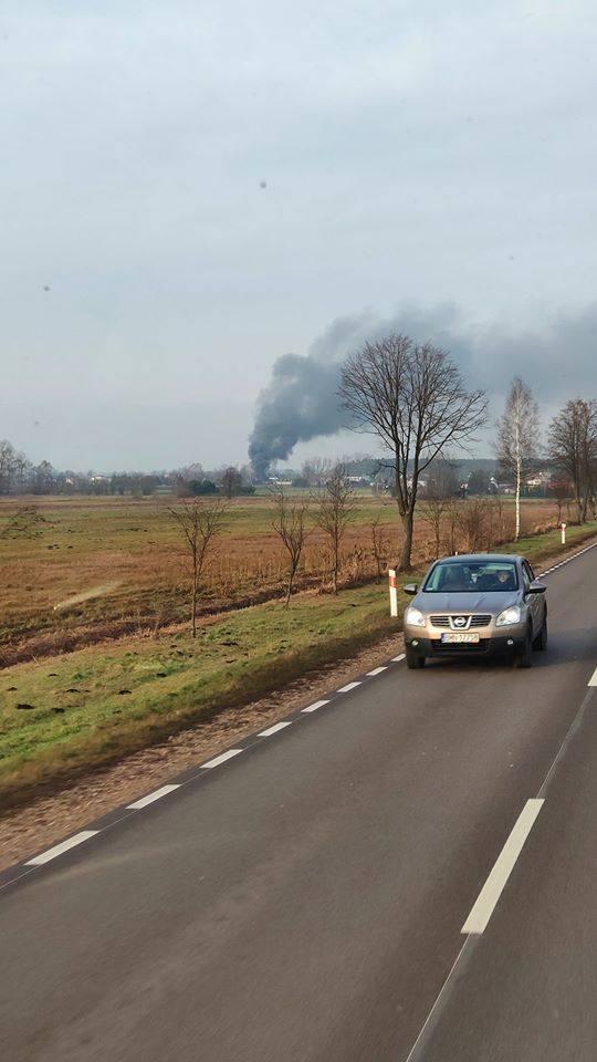 Dobrzyniewo Duże: Pożar na terenie firmy AMBIT. Na złomowisku spaliło się 20 pojazdów [ZDJĘCIA]