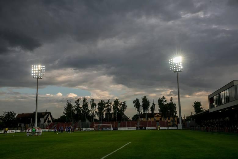 Na Stadionie Puszczy Niepołomice Rozbłysły Jupitery Zdjęcia