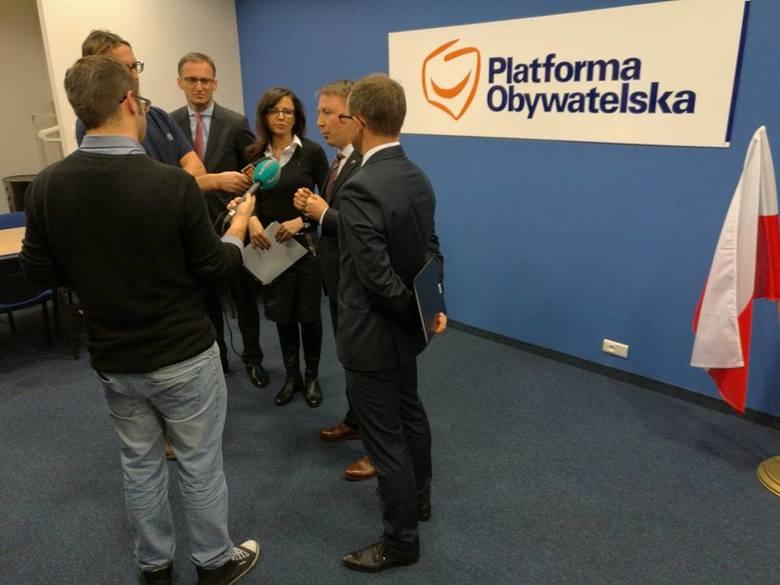 Politycy opozycji sprzeciwiają się reformie edukacji [ZDJĘCIA]