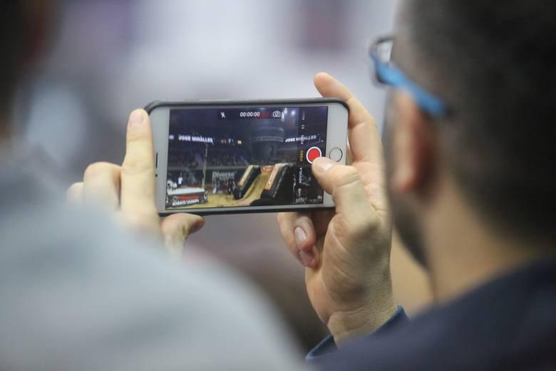 Zgodność z urządzeniami mobilnymi dla freelancerów jest kluczowa.