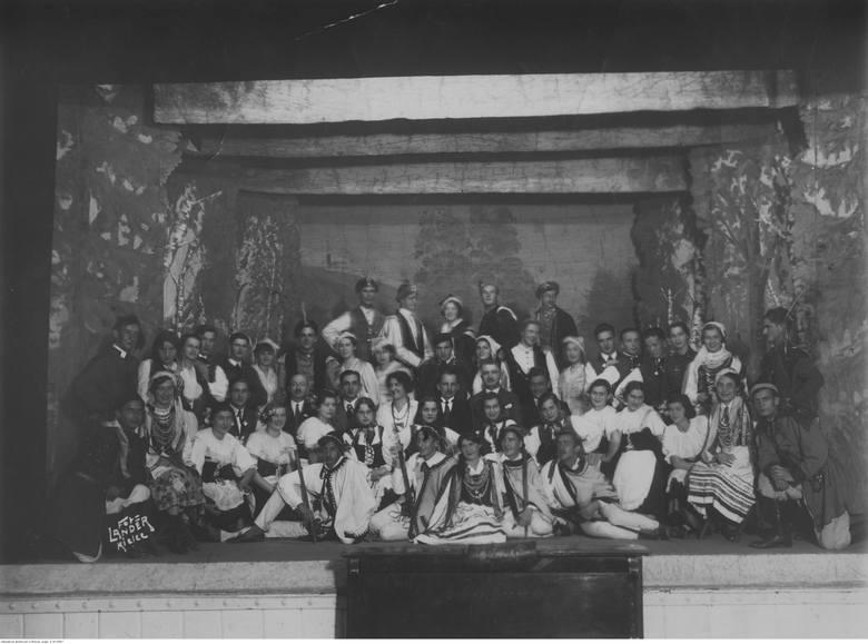 Członkowie teatru szkolnego Państwowego Gimnazjum im. Jana Śniadeckiego w Kielcach, 1933 rok