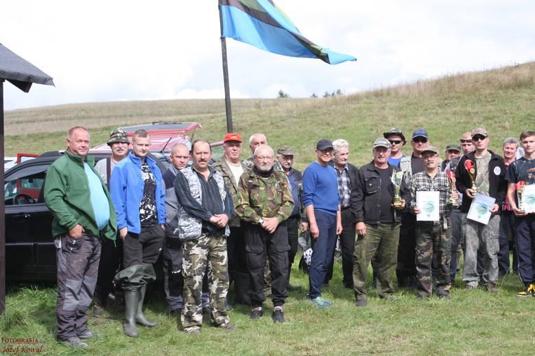 W niedzielę (6 września 2020 r.) na jeziorze Kopieniec Duży odbyły się Otwarte Towarzyskie Zawody Spinningowe o Puchar Wójta Gminy Czarna Dąbrówka. Rywalizowało