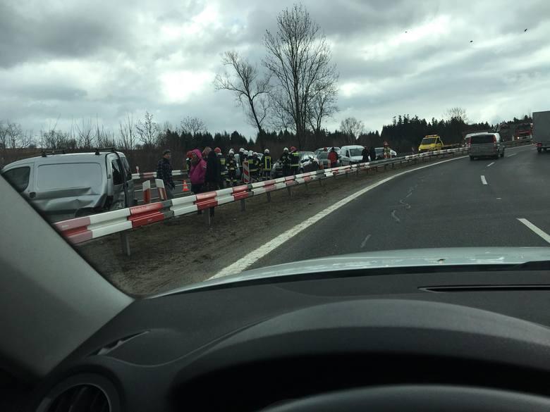 Karambol na zakopiance w Chabówce. Zderzyło się 7 samochodów [ZDJĘCIA]