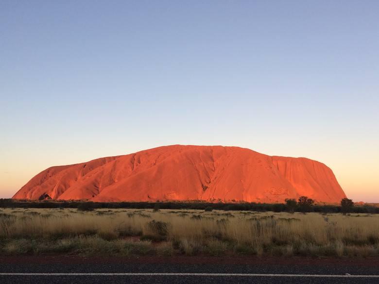 Na zdjęciu Uluru, czyli święta góra Aborygenów. Australijczycy mówią na nią Ayers Rock. - Czułam, że to magiczne miejsce - mówi Teresa Zielińska.