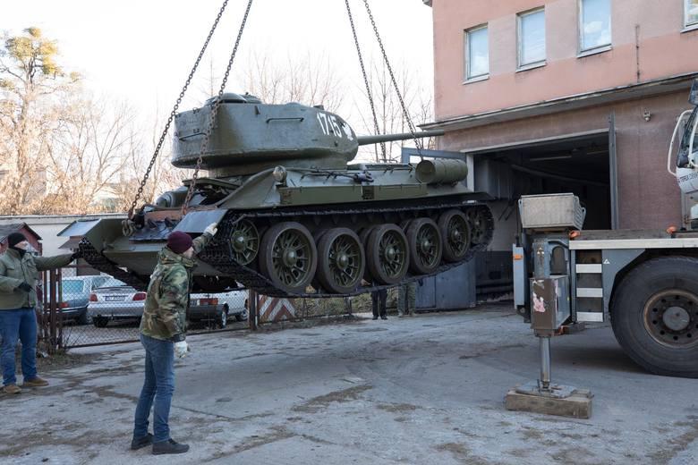 Po konserwacji w Gostyniu, do muzealnych magazynów wrócił czołg T34/85. Pojazd, razem z pamiątkową tablicą, przez wiele lat można było zobaczyć w Białymstoku