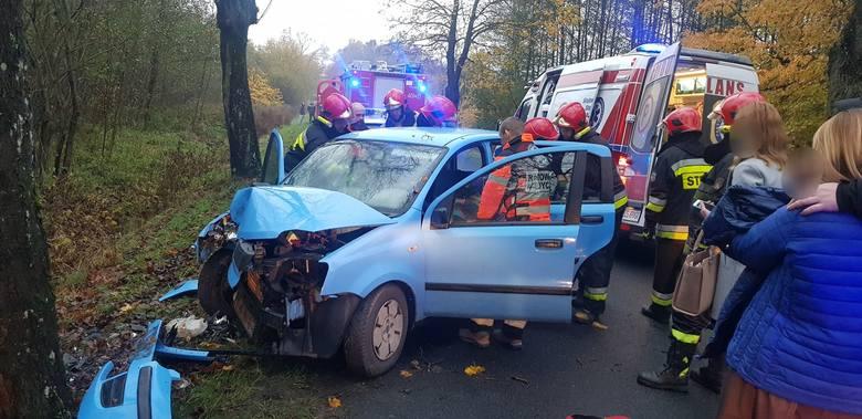 W czwartek około godz 7:30 na drodze Białogard - Stanomino doszło do groźnie wyglądającego wypadku drogowego z udziałem jednego auta osobowego marki