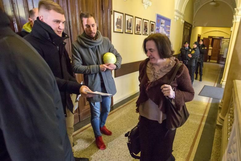 """Happening """"Nie wyszliśmy z kapusty"""" przed sesją Rady Miasta Gdańska, czwartek 25 stycznia 2018 (25.01.2018)"""