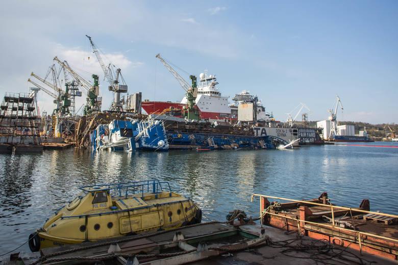 W gdyńskiej stoczni Nauta przechylił się dok, na którym był remontowany statek