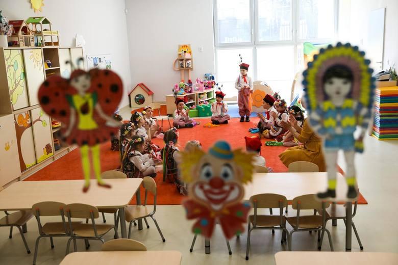 8. Kiepsko jest w prywatnych placówkach edukacyjnych – żłobkach, przedszkolach i szkołach oraz wyższych uczelniach - w kraju jest ich w sumie 115 tys.,