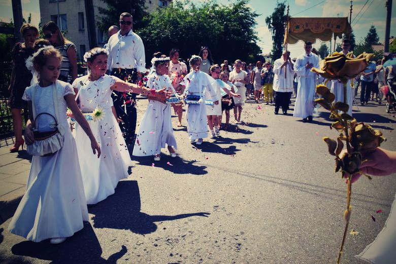Jak co roku w Boże Ciało odbywają się procesje również na dalszych osiedlach Białegostoku. W tym roku wierni z  z parafii NMP Królowej Rodzin na Bacieczkach