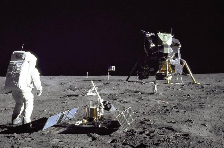 16 lipca 1969 roku z Centrum Lotów Kosmicznych na Przylądku Canaveral wystartowała misja Apollo 11. W jej skład wchodzili: Neil Armstrong, Buzz Aldrin