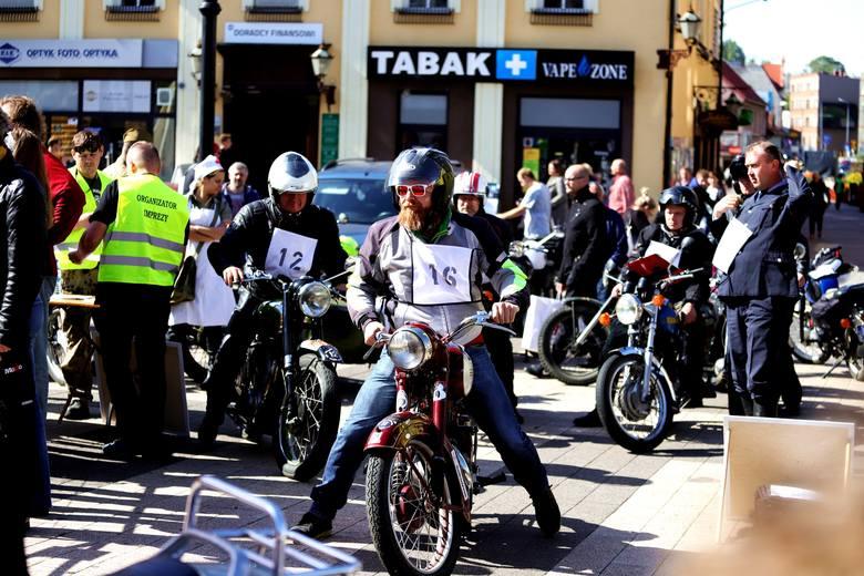 Zabytkowe motocykle opanowały rybnicki rynek. Zobaczcie zdjęcia Daniela Wojaczka z Rajdu Motocykli Zabytkowych Rybnickiego Okręgu Węglowego 7 rundy Mistrzostw