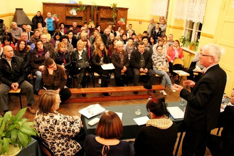 Czy gimnazjum w Pomorsku (gmina Sulechów) zostanie zlikwidowane? W szkole wrze, rodzice uczniów protestują.