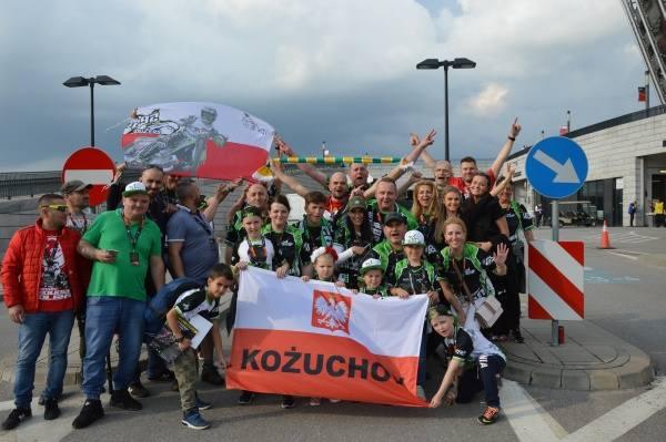 Na stadionie PGE Narodowym w Warszawie żużlowcy rywalizują w pierwszym w tym sezonie turnieju Grand Prix. Na torze walczy m.in. czterech Polaków - Bartosz