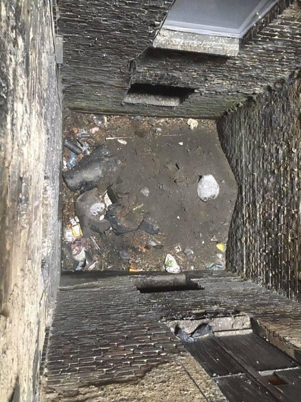 To grozi jakąś katastrofą. Kto uprzątnie studnię przy ul. Śląskiej?